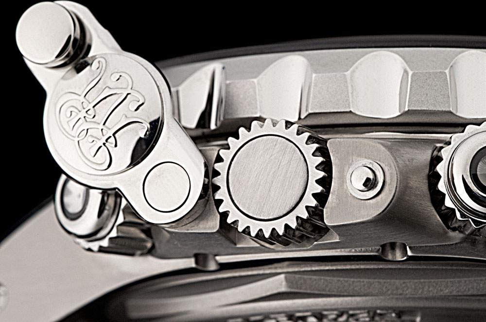 強靭なボディシェルの装備と可動部分=ウィークポイントの強化。