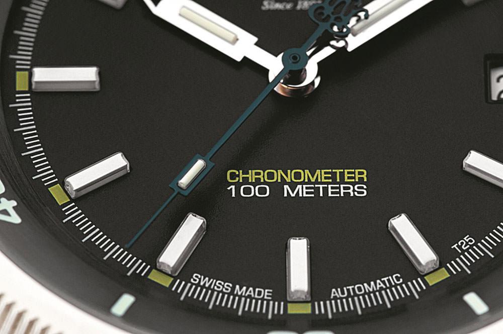 高精度を象徴するクロノメーターと衝撃時の精度を安定させる耐震システム